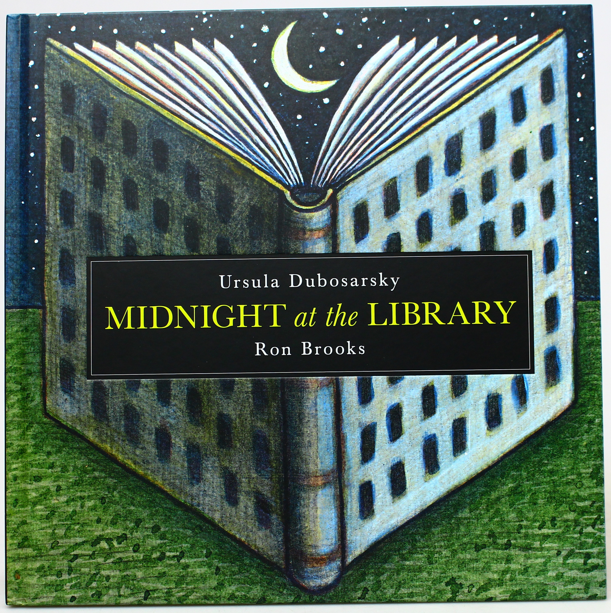 Midnight at the Library by Ursula Dubosarsky,Ron Brooks, ISBN: 9780642279316