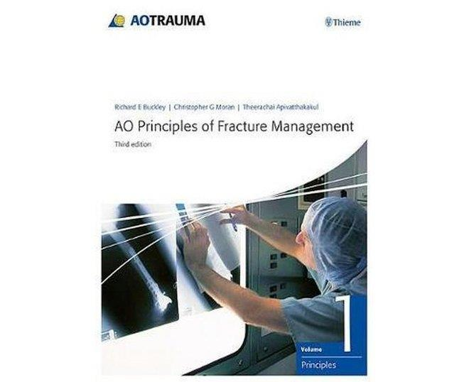AO Principles of Fracture ManagementVol. 1: Principles, Vol. 2: Specific fractures
